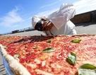Người Ý cạnh tranh nhau làm bánh pizza dài nhất thế giới