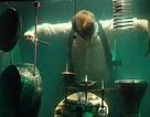 Ban nhạc đầu tiên trên thế giới biểu diễn hoàn toàn dưới nước