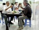 Hé lộ những cảnh quay đầu tiên của ông Obama trong quán bún chả