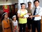 Tặng sổ tiết kiệm 35 triệu đồng cho ba trẻ mồ côi