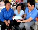 Trao học bổng của Việt Kiều Pháp cho em Ngô Thị Lợi đầu năm học mới