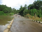 5 người trên ô tô bị nước nhấn chìm khi xe qua đập tràn