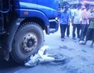 Nữ sinh bị xe tải tông chết khi dừng đèn đỏ