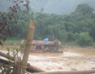 UBND huyện Tương Dương yêu cầu làm rõ vụ sạt lở kè sông Lam