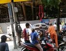 Hà Nội: Thanh sắt từ đường sắt trên cao rơi trúng ô tô