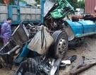 Nỗ lực cứu tài xế xe tải mắc kẹt trong cabin bẹp dúm