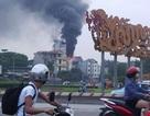 Hà Nội: Khu phố náo loạn vì nhà 5 tầng bốc cháy dữ dội