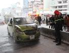 Hà Nội: Ô tô bốc cháy dưới gầm cầu vượt Ngã Tư Sở