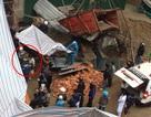 Vụ rơi thang máy chuyển vật liệu: 2 thi thể mắc kẹt gần 4 tiếng