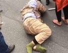 Hà Nội: CSGT trọng thương vì bị xe tải kéo lê gần 20m