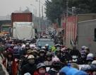 """Hà Nội: Hàng vạn phương tiện """"chôn chân"""" vì một chiếc xe chết máy"""