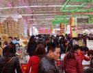 Người Hà Nội ùn ùn vào siêu thị sắm Tết
