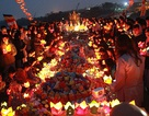 Hà Nội: Sông Hồng lung linh ánh sáng trong lễ phóng sinh