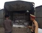 Bắt giữ gần 1,5 tấn mỡ thối trên đường vào Hà Nội tiêu thụ