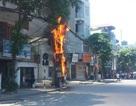 Hà Nội: Cột điện bốc cháy, hàng nghìn người chôn chân dưới trời nắng