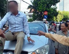 Hà Nội: Tài xế cố thủ trên nắp capô bị phạt 17 triệu đồng