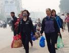 Người dân chật vật đi bộ vào BV Bạch Mai khám, chữa bệnh
