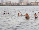 Trốn nóng ở hồ bơi miễn phí khổng lồ giữa thủ đô