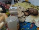 Hà Nội: Người đàn ông bại liệt bị bỏ mặc trong ngôi nhà khóa cửa