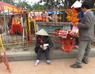 Đổi tiền lẻ nhộn nhịp tại lễ khai ấn Đền Trần