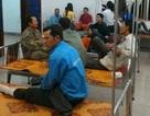 Hàng loạt công nhân nhập viện sau bữa ăn tối