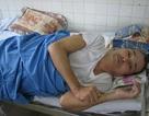 Bố nằm liệt ở bệnh viện, mẹ  chết vì tai nạn, hai con trẻ bơ vơ