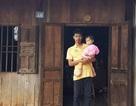 Xót xa cảnh thầy giáo bị ung thư chăm con thơ dại khi vợ cũng mất vì ung thư