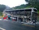Xe khách cháy ngùn ngụt, 15 hành khách bỏ chạy thoát thân