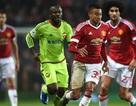 Van Gaal kêu gọi học trò phớt lờ người hâm mộ MU