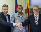 Barcelona ra mắt tân binh tuổi teen người Brazil