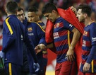 Luis Suarez khóc nức nở sau khi dính chấn thương