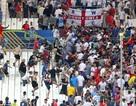 Hỗn chiến trên khán đài sân Velodrome ở trận Anh - Nga