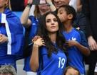 Vợ và bạn gái cầu thủ Pháp khoe sắc ở Euro 2016