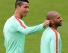 C.Ronaldo trêu chọc đồng đội, Pepe tập riêng trước trận gặp Wales
