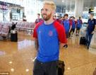 Messi gây sốt với mái tóc bạch kim trên đất Anh