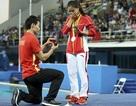 Màn cầu hôn có một không hai trên sàn đấu Olympic