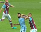 Giật cùi chỏ đối thủ, Aguero lỡ hẹn với derby Manchester?