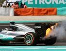 Xe của Lewis Hamilton bất ngờ bốc cháy ở đường đua Malaysia