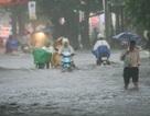 Mưa mới 15 phút, nhiều đường trung tâm TP Huế đã thành sông!