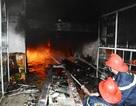 Cháy trụi nhà nấu dầu tràm, 1 giờ chật vật với lính cứu hoả