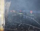 50 chiến sĩ dập đám cháy chợ trong đêm