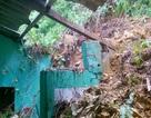Đất bùn tràn vào hàng chục nhà dân