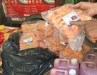 Phát hiện hàng trăm ký đồ ăn vặt bán cho học sinh không xuất xứ
