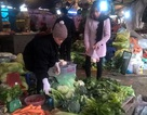 """Giá rau """"neo"""" ở mức cao cả tháng, nhà giàu ăn cũng buốt ruột"""