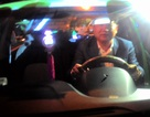 """Bộ trưởng Thăng """"lái"""" taxi kêu gọi tài xế không nhắn tin khi lái xe"""