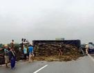 Lật xe tải, đường Pháp Vân - Cầu Giẽ tắc suốt 3 km