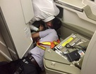 """""""Vã mồ hôi"""" tìm iPhone của khách thương gia rơi trên máy bay"""