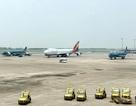 """Trục xuất 1 khách Trung Quốc vì """"lục đồ của người khác"""" trên máy bay"""