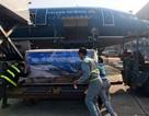 Máy bay vận chuyển khẩn cấp 30 tấn lương khô cứu trợ miền Trung