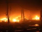 Bốn cửa hàng quần áo cháy rụi trong đêm